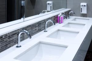 commercial-bathroom-plumbing